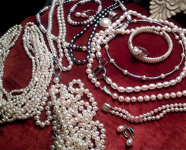 How to Identify Real Pearls