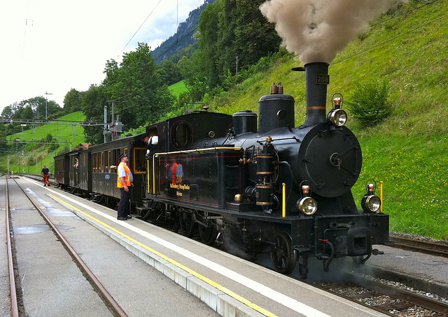 Difference Between Internal and External Combustion Engine - Steam_Train