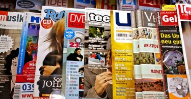 difference between magazines and newspapers