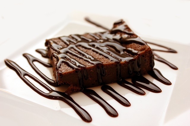 http://pediaa.com/wp-content/uploads/2015/11/Difference-Between-Cake-and-Brownie-Brownie.jpg