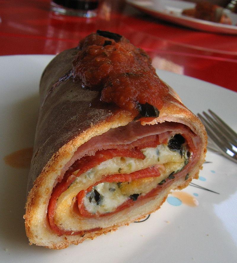 Main Difference - Calzone vs Stromboli