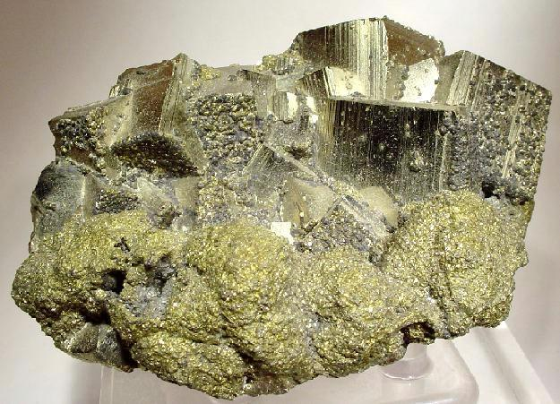 Difference Between Metallic Minerals and Non-Metallic Minerals