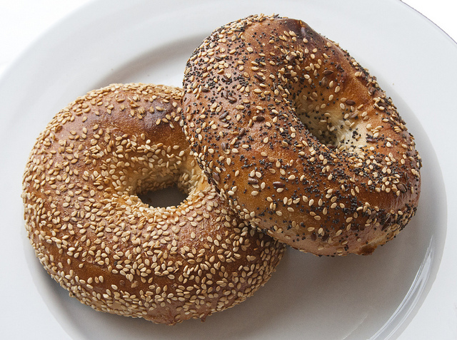Difference Between Bagel and Bread