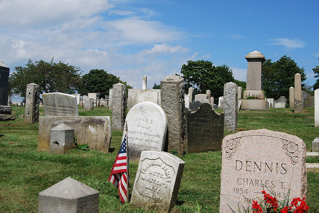 Difference Between Cemetery and Graveyard