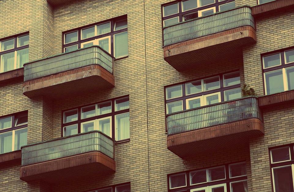 Main Difference - Condo vs Apartment