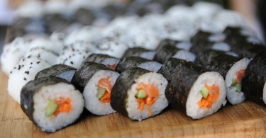 Difference Between Roll and Hand Roll