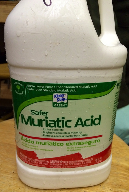 Main Difference - Hydrochloric Acid vs Muriatic Acid