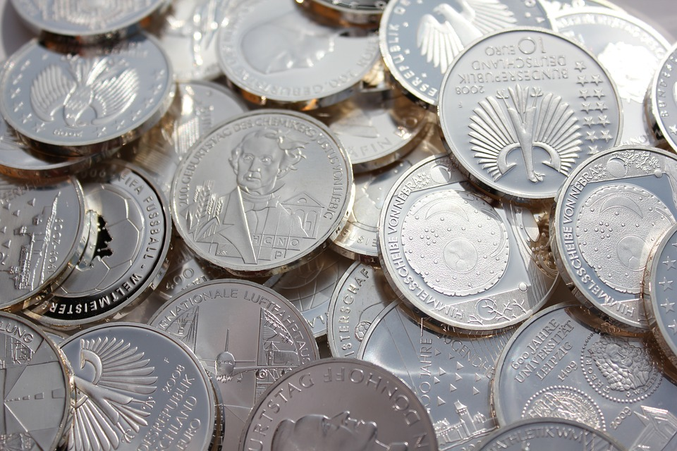 Main Difference - Nickel vs Silver