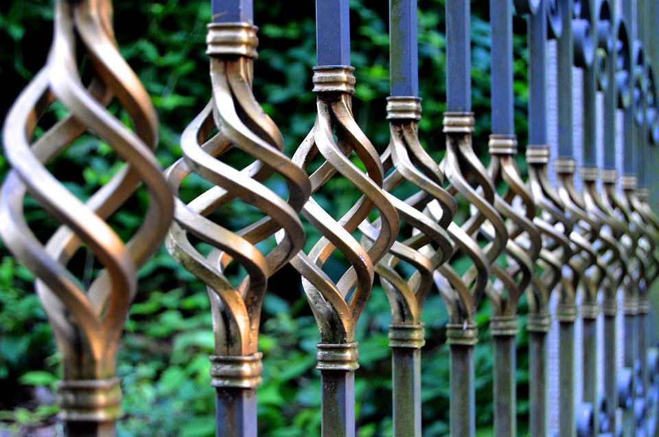 Difference Between Wrought Iron and Steel