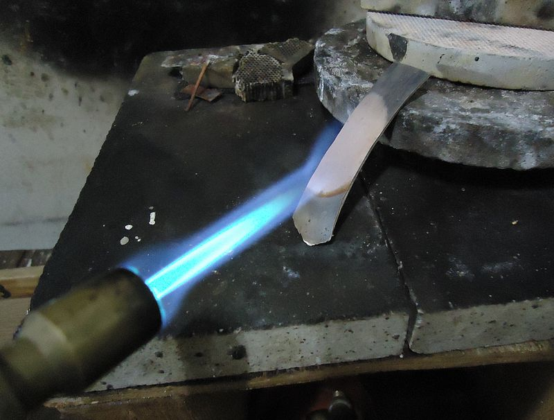 Main Difference - Annealing Hardening vs Tempering