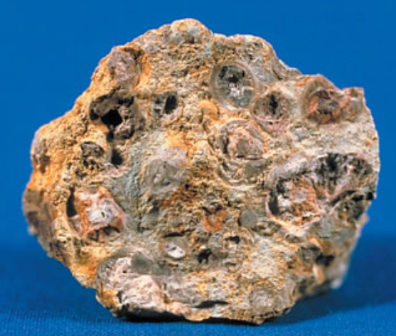Difference Between Bauxite and Iron Ore