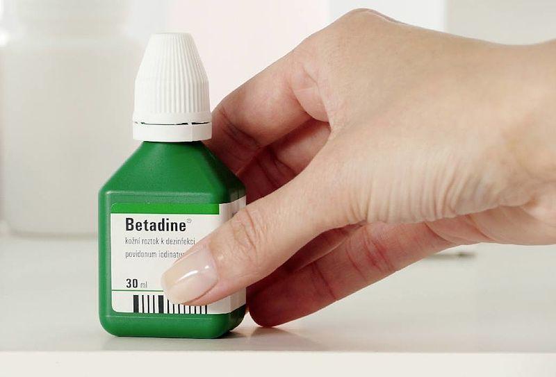 Main Difference - Betadine vs Iodine