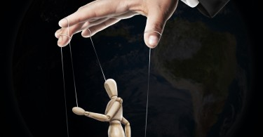 Difference Between Persuasion and Manipulation