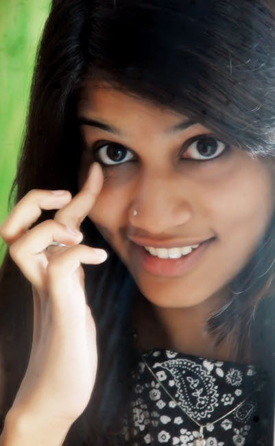 Difference Between Kajal and Eyeliner_Figure 1