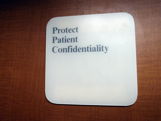 Main Difference - Confidentiality vs Anonymity