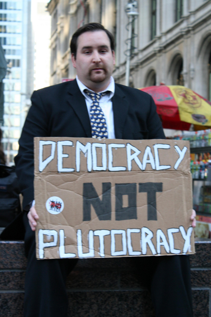 Main Difference - Oligarchy vs Plutocracy