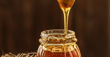Main Difference - Manuka Honey and Normal Honey