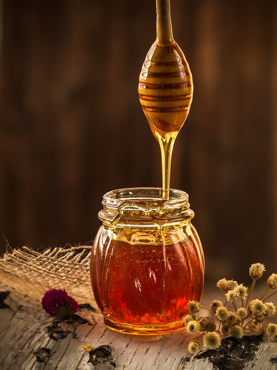 Main Difference - Manuka Honey and Normal Honey