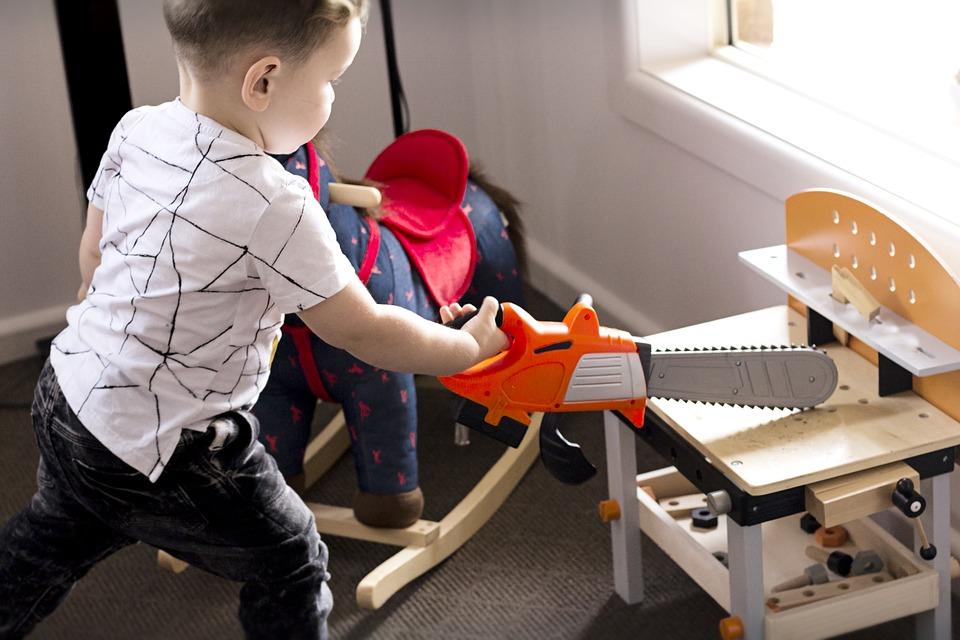 Difference Between Symbolic Play and Pretend Play