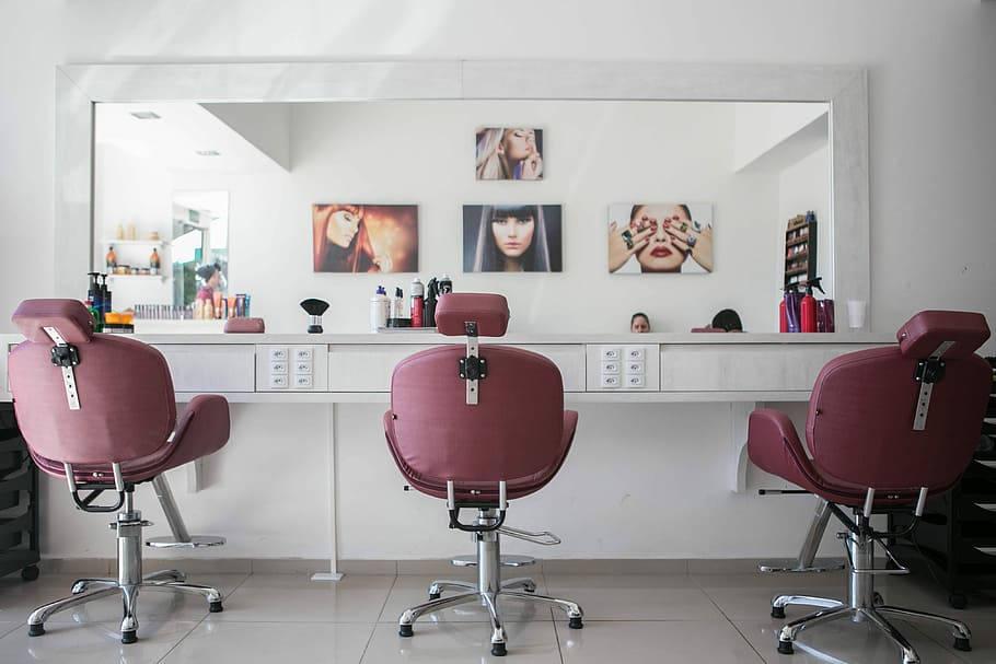 Difference Between Salon and Saloon