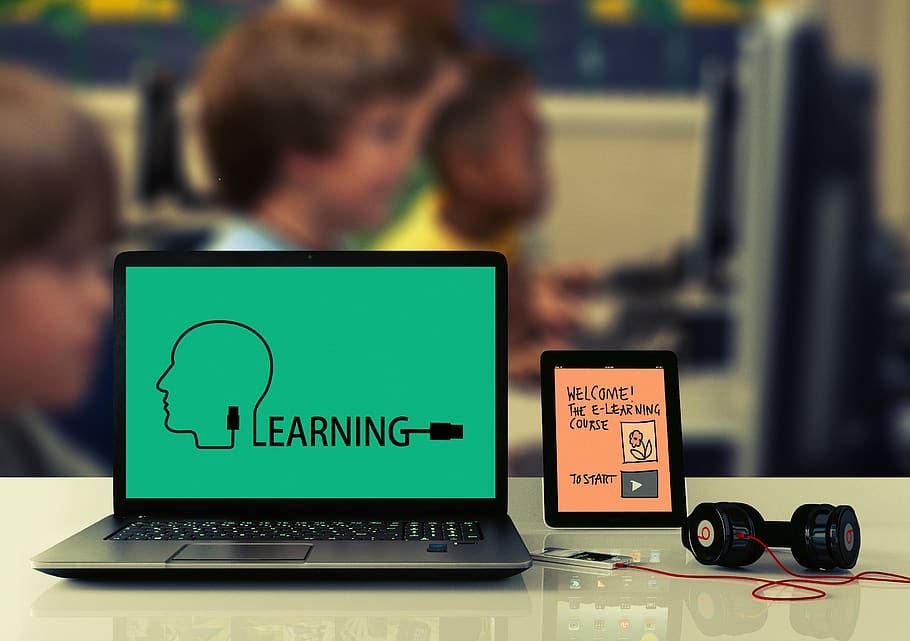 Main Difference - eLearning vs mLearning