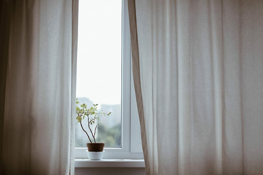 Main Difference - Blinds vs Curtains