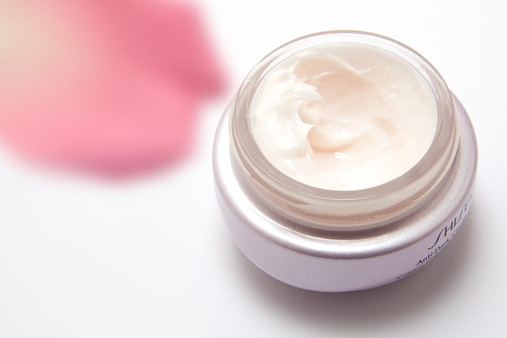 Main Difference - Lotion vs Cream
