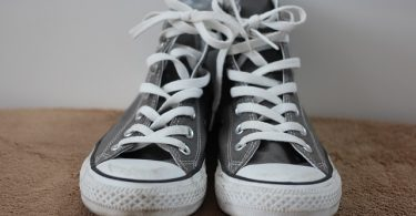Difference Between Canvas Shoes and Sneakers