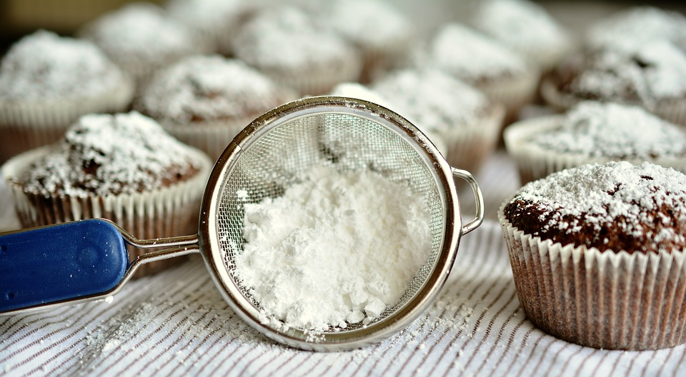 Difference Between Caster Sugar and Icing Sugar