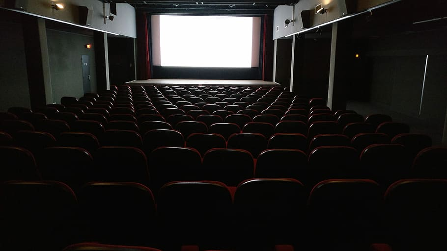 Main Difference - Theatre vs Cinema