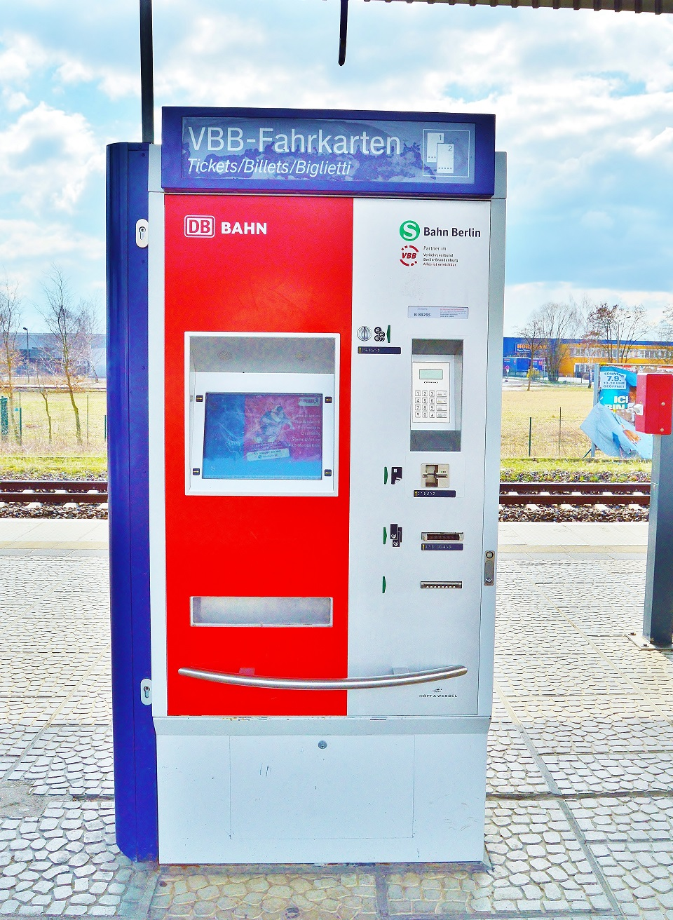 Difference Between Kiosk and Vending Machine