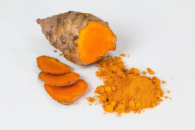Main Difference - Saffron vs Turmeric