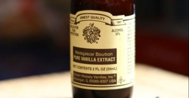 Difference Between Vanilla Extract and Vanilla Flavor