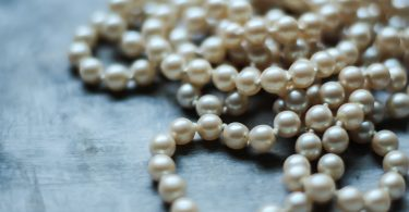 Difference Between Cultured and Natural Pearls