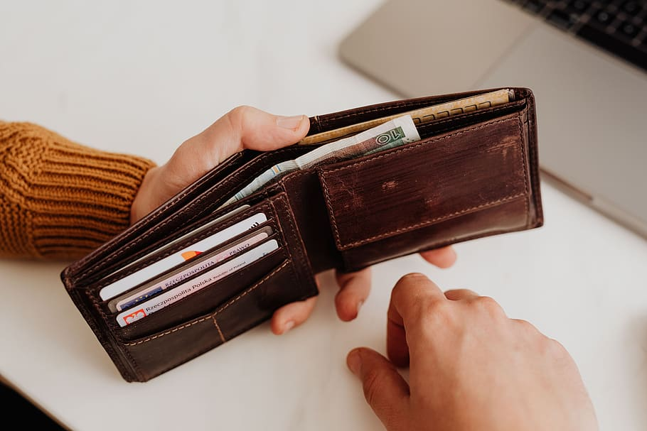 Difference Between Wallet and Clutch