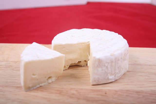 Main Difference - Brie vs Camembert