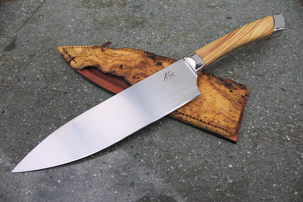 Main Difference - Chef Knife vs Utility Knife