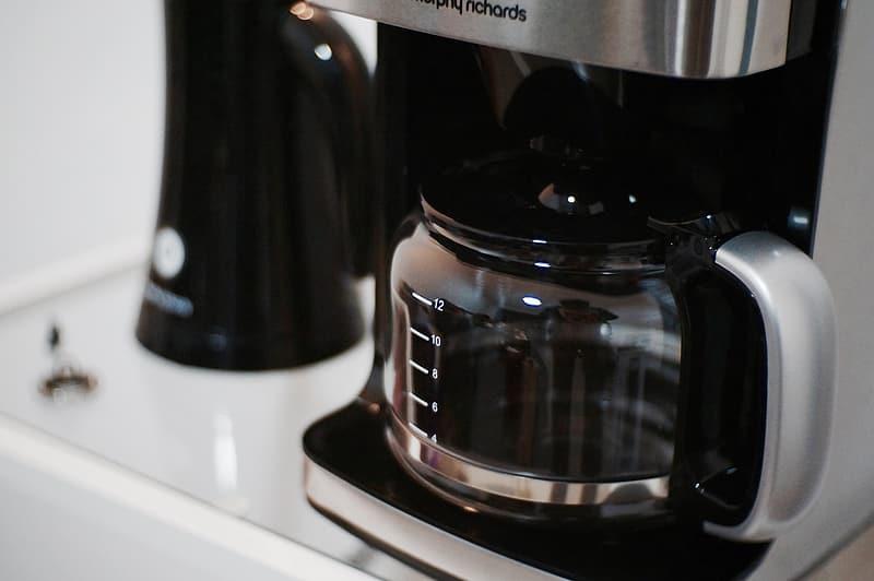 Main Difference - Coffee Maker vs Percolator