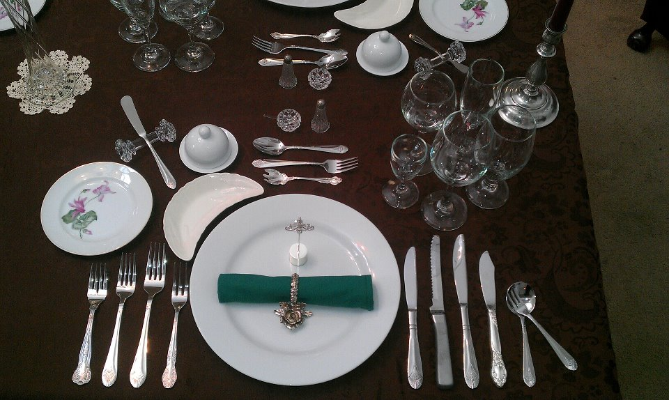 Main Difference - Cutlery vs Flatware