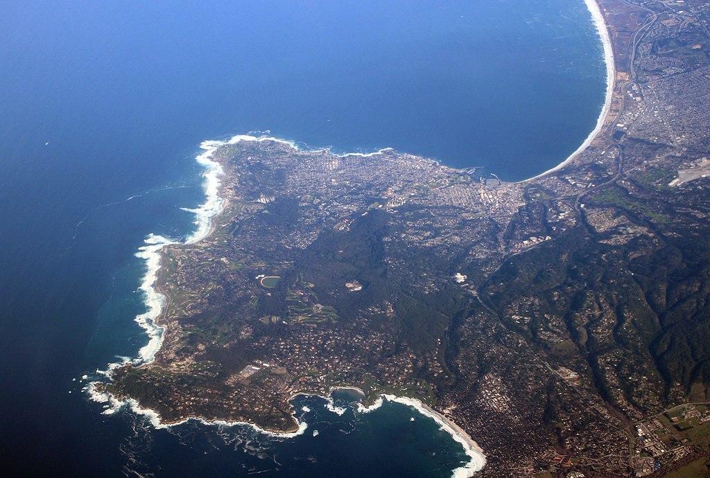 Main Difference - Cape vs Peninsula
