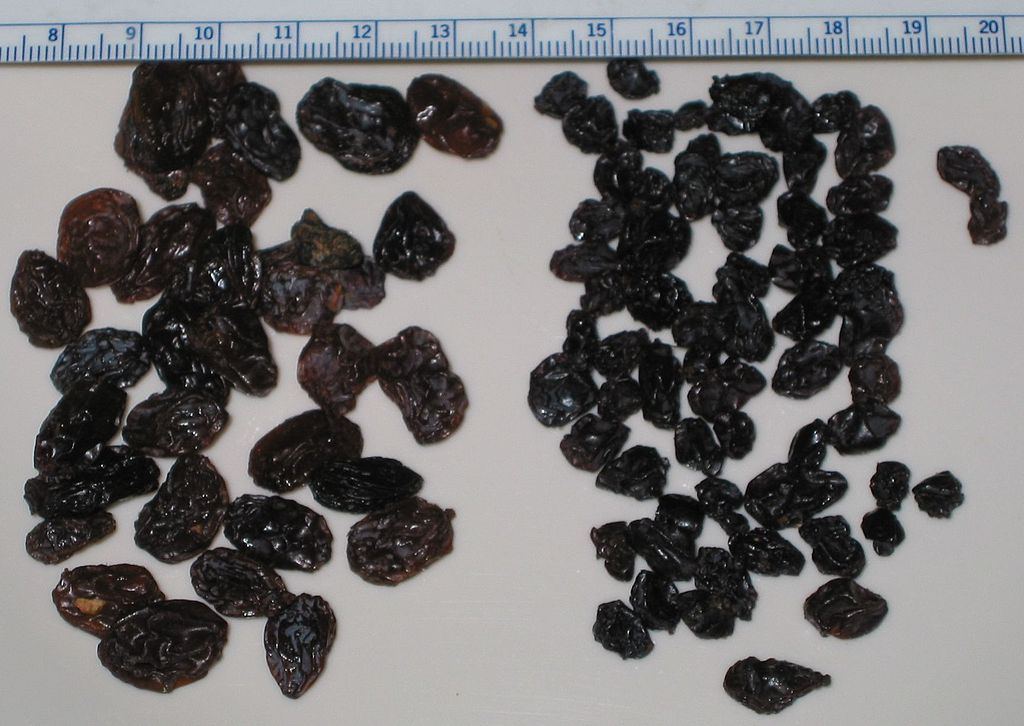 Main Difference - Currants Sultanas vs Raisins