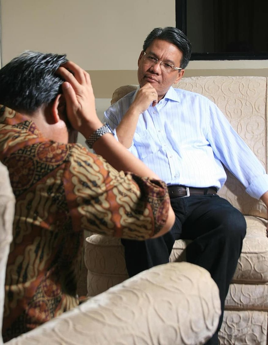 Main Difference - Psychologist vs Counsellor