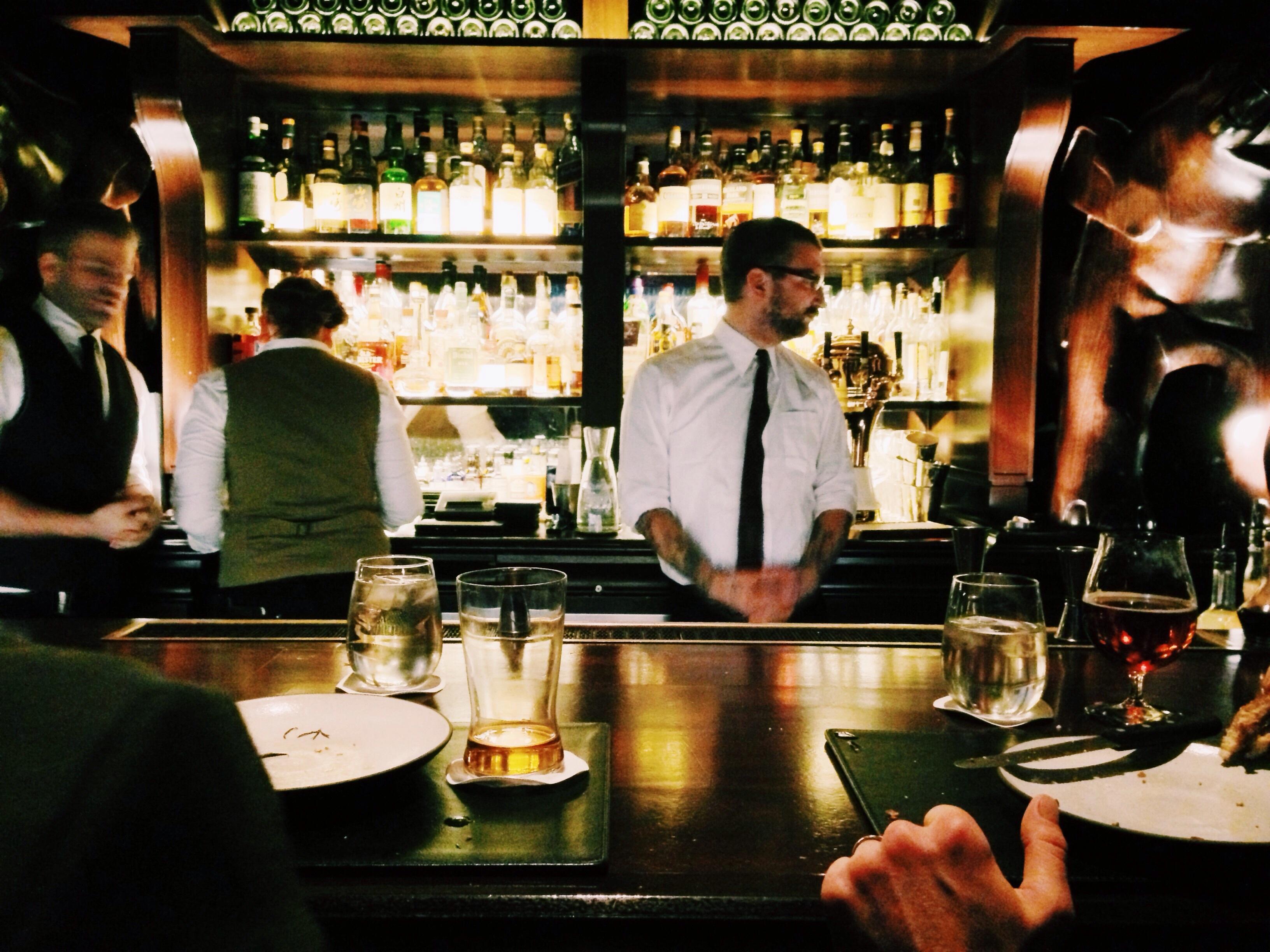 Main Difference - Pub vs Bar