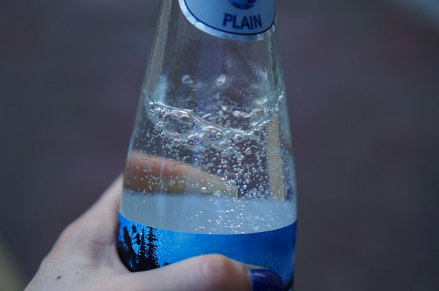 Main Difference - Soda Water vs Sparkling Water