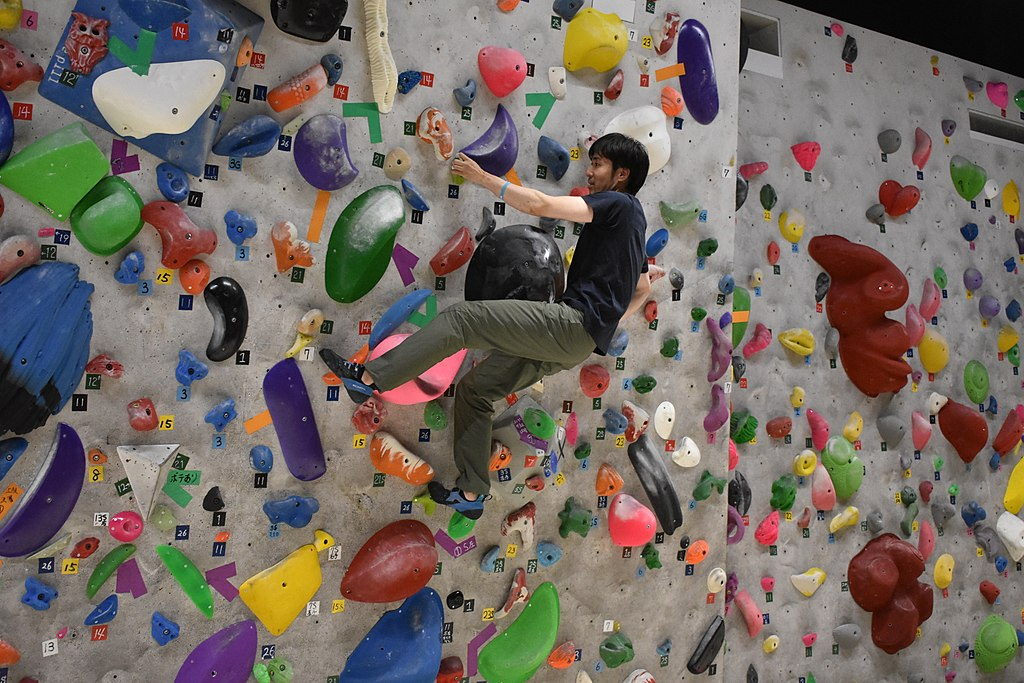 Main Difference - Bouldering vs Rock Climbing