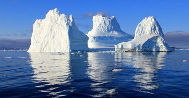 Difference Between Glaciers and Icebergs