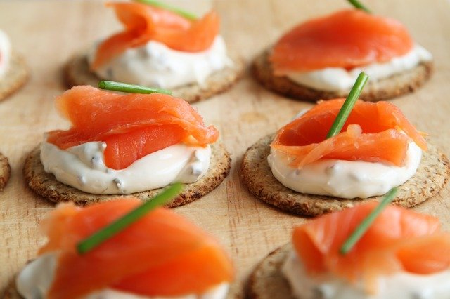 Main Difference - Hors d'oeuvres vs Canapes