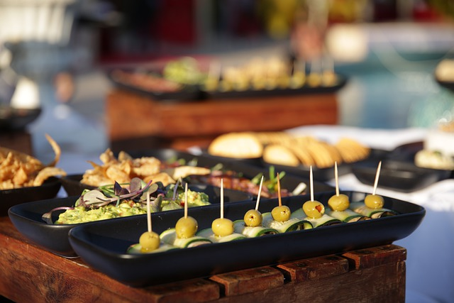 Difference Between Hors d'oeuvres and Canapes