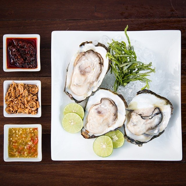 Main Difference - Oysters vs Scallops