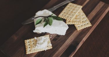 Creamcheese with crackers